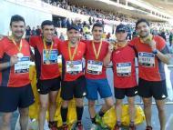 Seis amigos después de hacer el Maratón de Sevilla 2015.