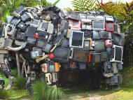 Un elefante hecho de televisores.