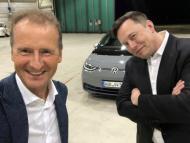 Herbert Diess y Elon Musk, en un selfie