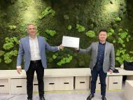 Jesús Sánchez, director de Consumo para el Suroeste de Europa de Intel, y Jorge Cui Liu, jefe de Producto de Dispositivos Inteligentes de Huawei Consumo en España