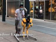 Prueba de los investigadores de la Universidad de Berkeley con un robot Cassie