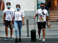 Varias personas andando por Madrid el pasado mes de julio de 2020.