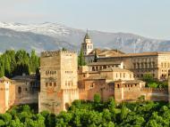 La Alhambra de Granada, Andalucía es una de las comunidades que ha puesto en marcha los bonos turísticos.