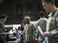 Amazon, Tesla, Fox, Nestlé y otras empresas que contratan a militares por su experiencia en liderazgo, logística, transporte o seguridad