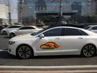 Baidu lanza sus taxis sin conductores en China y se convierte en la primera empresa que comercializa operaciones con vehículos autónomos en el país