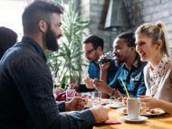 comer con compañeros de trabajo