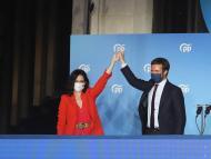 Isabel Díaz Ayuso y Pablo Casado celebran la victoria del PP en las Elecciones de Madrid 2021
