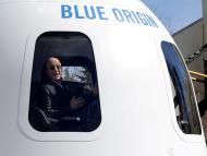 Jeff Bezos está construyendo un gigantesco yate de lujo: será uno de los mejores del mundo y tendrá un 'yate de apoyo' con su propio helipuerto