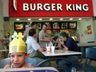 personas comiendo en Burger King