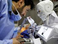 Un robot en un quirófano