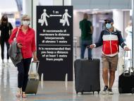 Turistas en aeropuerto de Roma