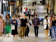 ¿Cuándo es más seguro ir sin mascarilla? Estos dos factores pueden ser una guía, según los expertos, y no todas las comunidades de España los cumplen