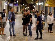España se quita la mascarilla en exteriores, con un tercio de la población inmunizada y con la variante Delta en la mira