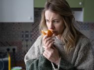 Las personas que perdieron el sentido del olfato a causa del COVID-19 podrían tardar hasta un año en recuperarlo, según un estudio médico