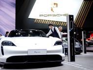 Un Porsche Taycan en el Auto Show de Shangai (China)