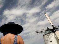Una turista en Consuegra (Castilla La-Mancha)