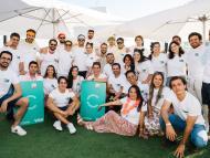 El CEO de Cobee, Borja Aranguren, en el centro de la imagen, junto al resto del equipo de la startup