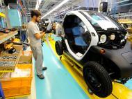 Claves del plan del Gobierno para impulsar el coche eléctrico en España: 24.000 millones de euros, 250.000 vehículos eléctricos matriculados y 140.000 puestos de trabajo