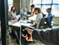 Estrés, mal humor y sudor: un estudio apunta que las oficinas abiertas afectan negativamente al estado de ánimo