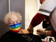 Israel anuncia que empezará a ofrecer vacunas de refuerzo contra el COVID-19 a los adultos de riesgo