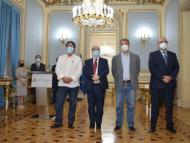 El ministro de Política Territorial y Función Pública, Miquel Iceta (segundo por la izquierda), junto a los representantes de los sindicatos.