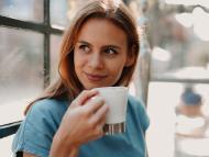 mujer tomando café, infusiones
