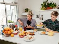 mujeres desayunando