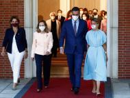 Pedro Sánchez junto a las tres vicepresidentas del Gobierno