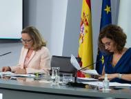 La vicepresidenta económica, Nadia Calviño, y la ministra de Hacienda, María Jesús Montero, en la rueda de prensa tras un Consejo de Ministros