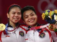 Cinco vacas, un piso, un terreno, teléfonos y café gratis para siempre: dos campeones olímpicos de Indonesia recibirán algo más que una medalla y dinero