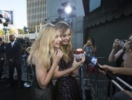 Actrices comiendo un cupcake