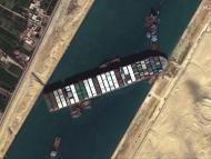 El carguero Ever Given atascado en el Canal de Suez.