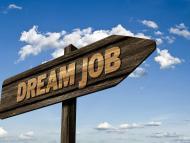 Un cartel señala la dirección en la que está tu empleo soñado.