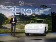 El consejero delegado de la marca Volkswagen, Ralf Brandstätter, en el salón del automóvil de Múnich.