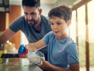 familia limpiando, niños tareas hogar