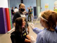 PCR a una niña para detectar COVID-19.