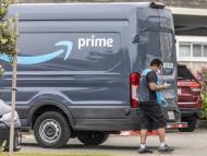 Repartidor de Amazon en furgoneta