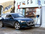 Coche eléctrico de Audi en un punto de carga