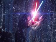 Kylo Ren y Rey fighting in 'Star Wars: El Despertar de la Fuerza'