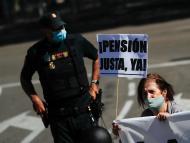 Manifestante en una protesta de jubilados
