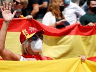 Mujer con la bandera de España.