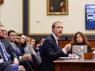 """Un nuevo denunciante de Facebook habría planteado problemas como el comercio ilegal de drogas en la plataforma; responsables de la compañía le advirtieron de que """"se centrara en lo bueno"""", según informes"""