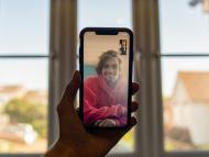 Una persona usando FaceTime