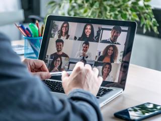 Videoconferencia en un ordenador portátil