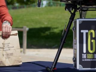 Pedir una hamburguesa y que te lo entregue un dron ya es posible