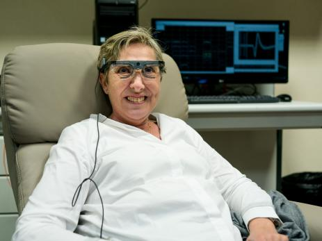mujer con ceguera recupera la visión