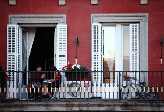 Un balcón de un apartamento en la Plaza Mayor de Madrid.