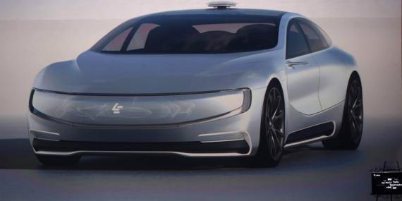 La compañía china de internet LeEco revela su modelo de vehículo eléctrico sin conductor LeSee.