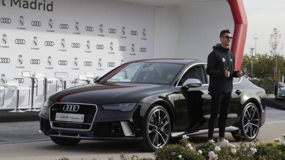 Crisiano Ronaldo en la entrega de coches Audi al Real Madrid