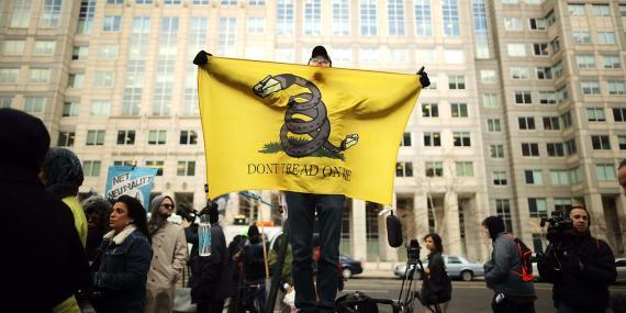 Manifestantes contra el fin de la neutralidad de la red en Estados Unidos